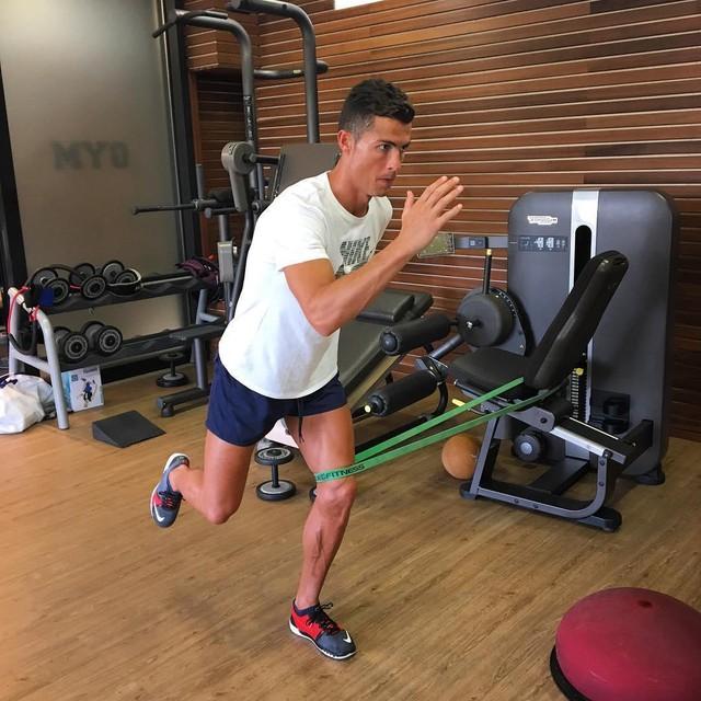 Tuổi sinh học trẻ hơn tuổi đời 10 năm: Cầu thủ xuất sắc nhất thế giới Cristiano Ronaldo đã luyện tập và ăn uống như thế nào để luôn giữ phong độ đỉnh cao? - Ảnh 3.