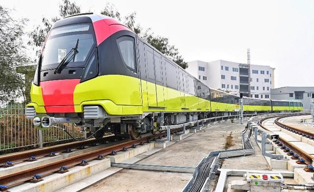 Lộ diện tàu metro Nhổn - ga Hà Nội lăn bánh - Ảnh 1.