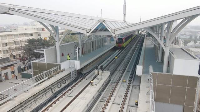 Lộ diện tàu metro Nhổn - ga Hà Nội lăn bánh - Ảnh 8.