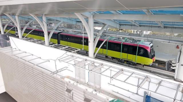 Lộ diện tàu metro Nhổn - ga Hà Nội lăn bánh - Ảnh 10.