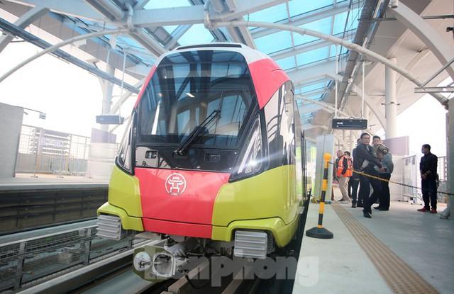 Có gì bên trong đoàn tàu metro Nhổn - ga Hà Nội? - Ảnh 1.