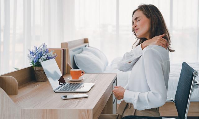 Báo động tình trạng sức khỏe của dân văn phòng thường xuyên làm việc tại bàn máy tính: Ảnh hưởng đến cơ thể từ trong ra ngoài - Ảnh 1.