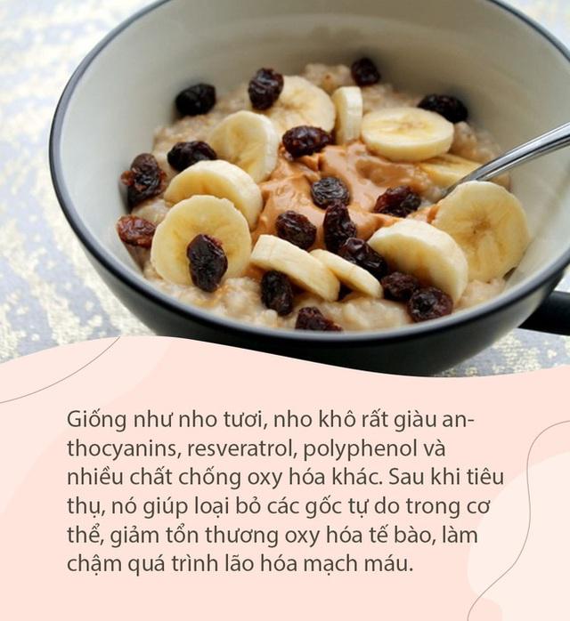 Kiên trì ăn nho khô suốt 20 năm, bác sĩ nổi tiếng Trung Quốc nhận về vô vàn những lợi ích này cho sức khỏe - Ảnh 2.