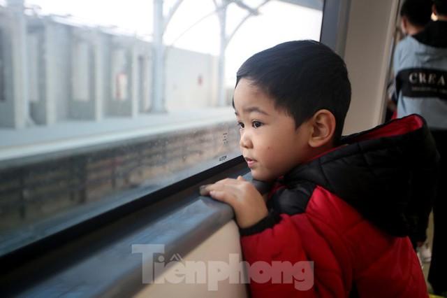 Có gì bên trong đoàn tàu metro Nhổn - ga Hà Nội? - Ảnh 11.
