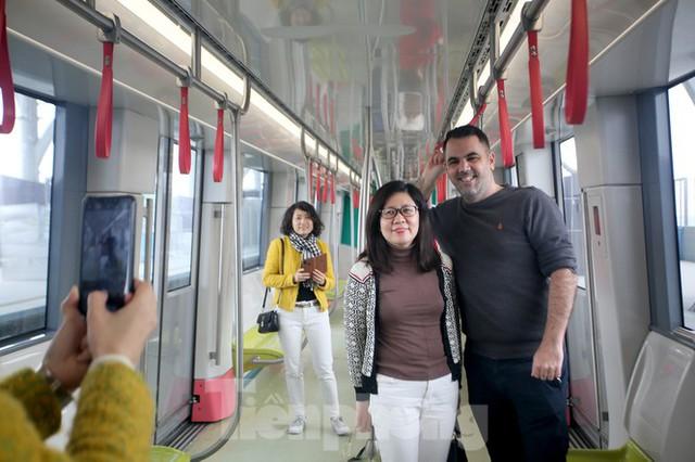 Có gì bên trong đoàn tàu metro Nhổn - ga Hà Nội? - Ảnh 12.
