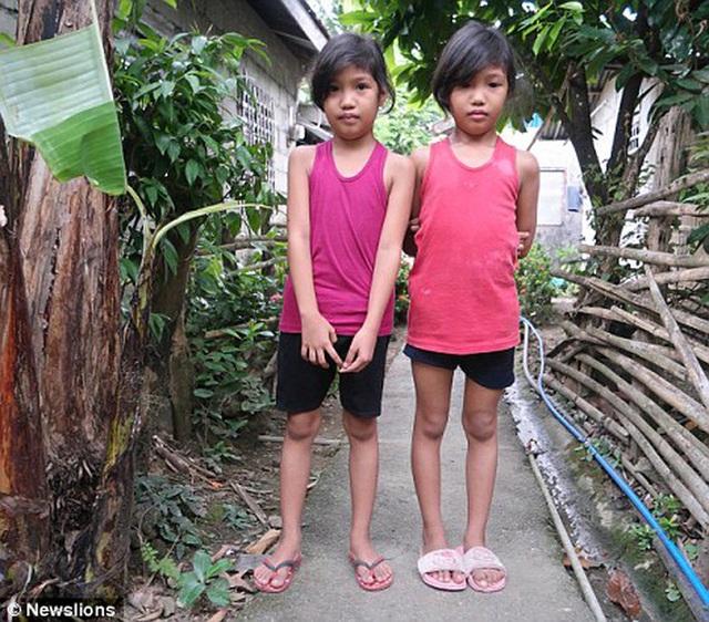 Đây là bức ảnh chụp cư dân của hòn đảo nhỏ trông quá đỗi bình thường nhưng chứa đựng chi tiết kỳ lạ mà các nhà khoa học phải lắc đầu - Ảnh 13.