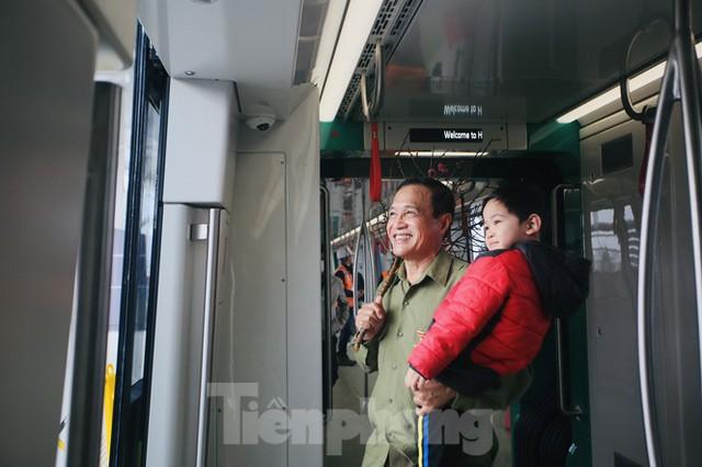 Có gì bên trong đoàn tàu metro Nhổn - ga Hà Nội? - Ảnh 3.