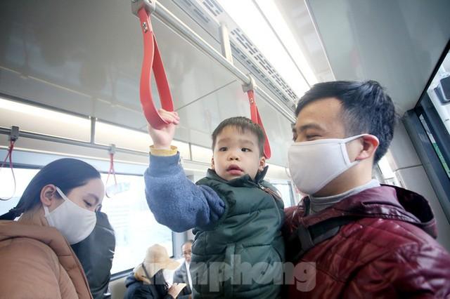 Có gì bên trong đoàn tàu metro Nhổn - ga Hà Nội? - Ảnh 4.
