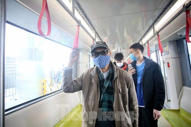 Có gì bên trong đoàn tàu metro Nhổn - ga Hà Nội? - Ảnh 6.