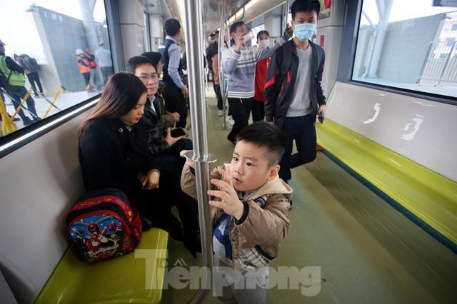 Có gì bên trong đoàn tàu metro Nhổn - ga Hà Nội? - Ảnh 7.