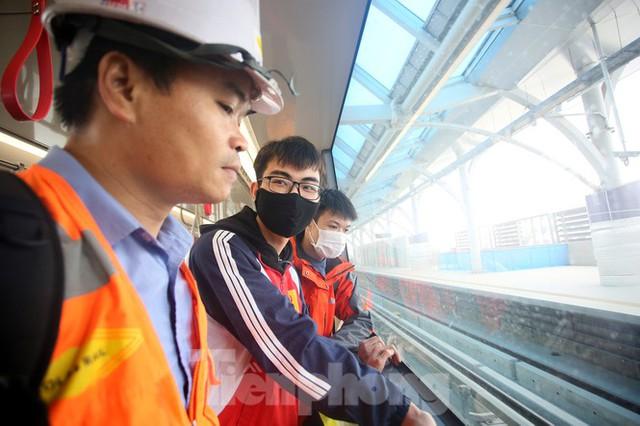 Có gì bên trong đoàn tàu metro Nhổn - ga Hà Nội? - Ảnh 8.