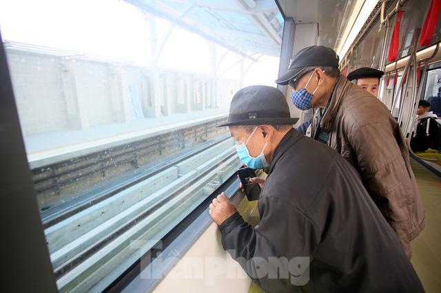 Có gì bên trong đoàn tàu metro Nhổn - ga Hà Nội? - Ảnh 10.