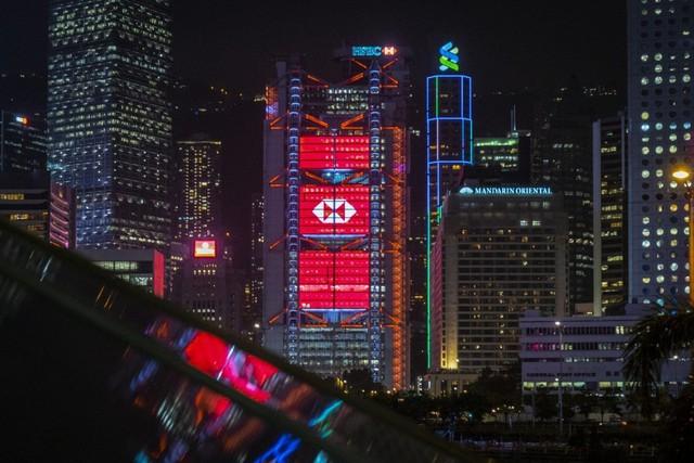 Ngân hàng Việt tiếp tục mạnh tay thưởng Tết cho nhân viên năm nay, còn các ngân hàng lớn trên thế giới thì sao? - Ảnh 1.