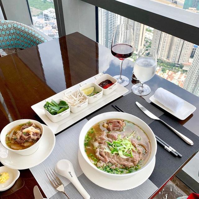 Những món ăn bán với mức giá hú hồn ngay tại Việt Nam: Phở chọc trời đã là gì so với hộp cơm văn phòng giá 29 triệu - Ảnh 5.