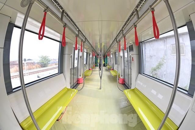 Nội thất hiện đại của tàu tuyến metro Nhổn - ga Hà Nội - Ảnh 8.