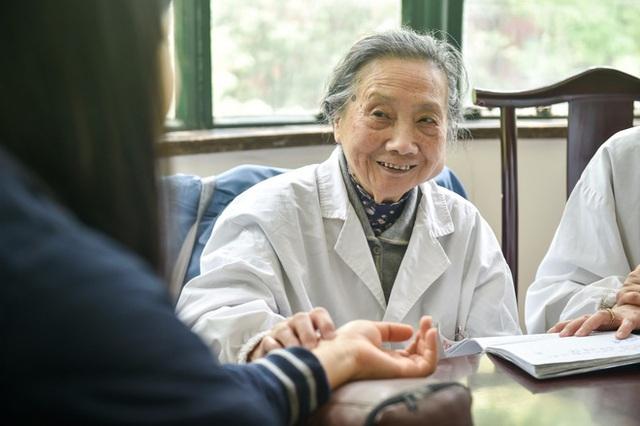 Bậc thầy Đông y 100 tuổi có mái tóc đen, hàm răng chắc khỏe: Nhờ kiên trì làm 1 động tác - Ảnh 6.