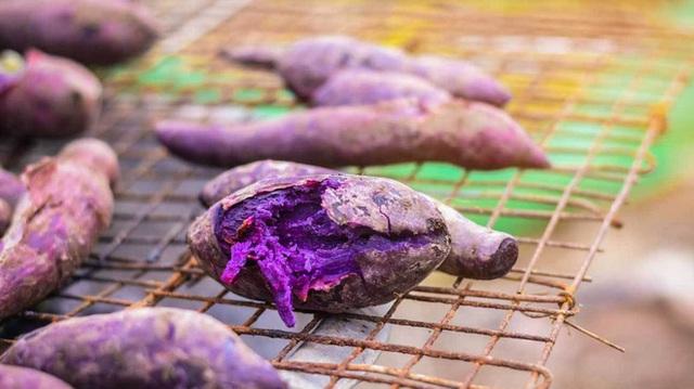 Khoai lang tím và khoai lang vàng cái nào tốt hơn? Sức mạnh tuyệt vời của dưỡng chất tạo nên màu khoai lang - Ảnh 1.