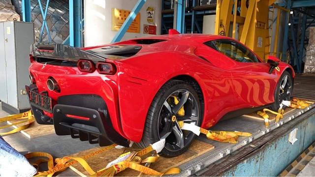Bộ đôi siêu xe McLaren 765LT và Ferrari SF90 Stradale giá hàng chục tỷ VNĐ sắp về Việt Nam: Chủ nhân là một nữ đại gia 9x - Ảnh 5.