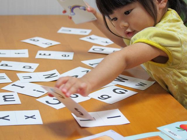 Trẻ có IQ cao thường làm những hành động khác biệt, người lớn đừng vội can thiệp nếu không muốn ảnh hưởng đến trí não của trẻ - Ảnh 1.
