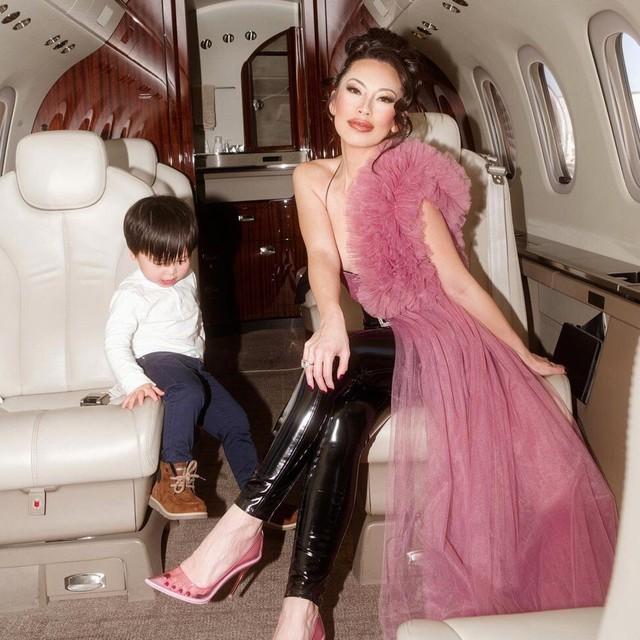 Nữ hoàng thời trang đanh đá nhất series giới siêu giàu châu Á của Netflix: Sống giữa núi hàng hiệu, công khai cà khịa người nổi tiếng vì mặc váy đụng hàng - Ảnh 2.