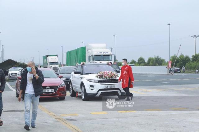 Câu chuyện nhà trai quay về vì không được vào Quảng Ninh đón dâu: 2 gia đình đã gặp gỡ, trao lễ ngay tại... trạm BOT  - Ảnh 1.