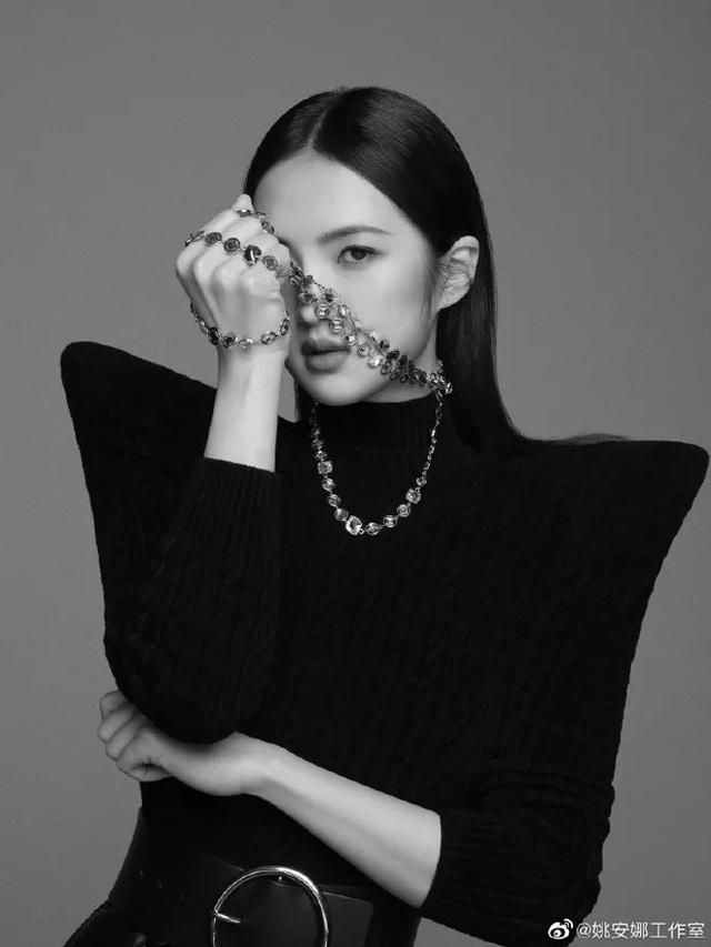 2 nàng công chúa đế chế Huawei: Cô em dấn thân Cbiz vì không được hưởng quyền thừa kế, chị cả tài năng lại vướng lao lý? - Ảnh 15.