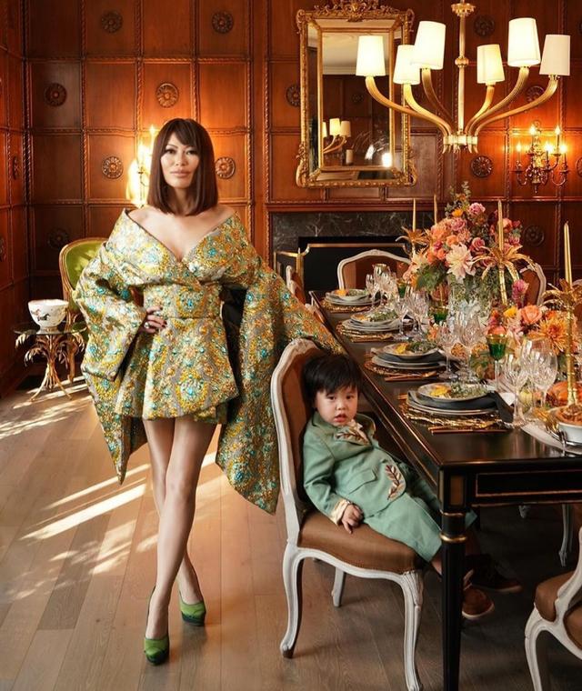 Nữ hoàng thời trang đanh đá nhất series giới siêu giàu châu Á của Netflix: Sống giữa núi hàng hiệu, công khai cà khịa người nổi tiếng vì mặc váy đụng hàng - Ảnh 3.