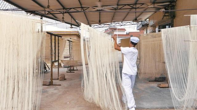 Tết - Điều thú vị có 1-0-2 về cách là món mì trứ danh Trung Quốc: Mỗi bát chỉ có một sợi, người ăn được sợi mì càng dài thì càng trường thọ - Ảnh 5.