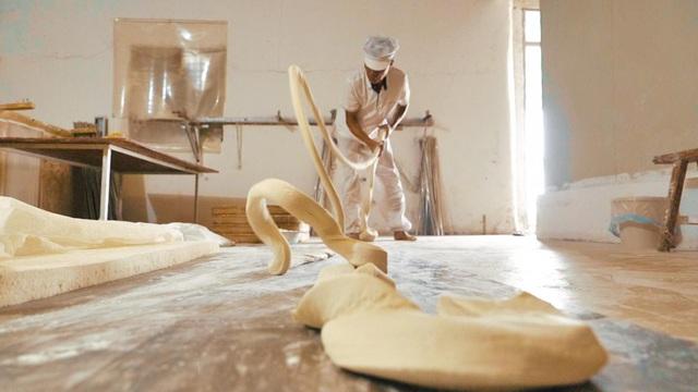 Tết - Điều thú vị có 1-0-2 về cách là món mì trứ danh Trung Quốc: Mỗi bát chỉ có một sợi, người ăn được sợi mì càng dài thì càng trường thọ - Ảnh 4.