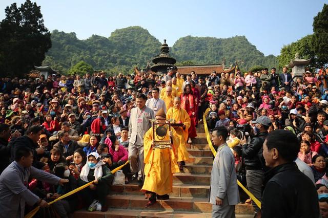 Lễ hội Chùa Hương, Yên Tử... sẽ thế nào khi dịch COVID-19 bất ngờ bùng phát? - Ảnh 1.
