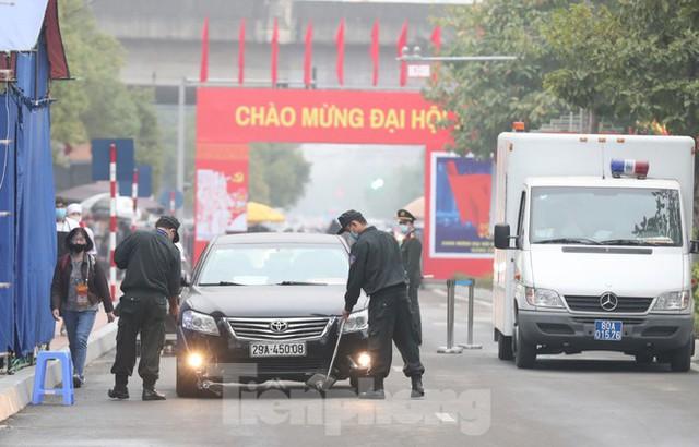 An ninh siết chặt đảm bảo phòng chống COVID-19 phục vụ Đại hội Đảng - Ảnh 2.