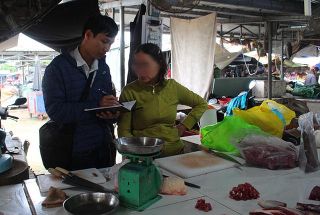 Vỡ hụi tiền tỉ, tiểu thương chợ Vườn Lài ngất xỉu - Ảnh 1.