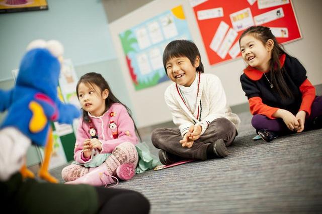 Sai lầm nhiều cha mẹ mắc phải: Cho con học Tiếng Anh, thấy con chơi vui thì quên bẵng mục đích thực sự - Ảnh 2.