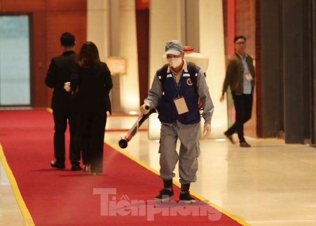 An ninh siết chặt đảm bảo phòng chống COVID-19 phục vụ Đại hội Đảng - Ảnh 14.