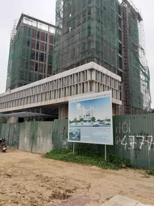 Vụ rơi thang máy tại công trình Sở Tài chính Nghệ An: Thêm nạn nhân thứ 3 tử vong  - Ảnh 2.