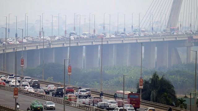 Cầu Nhật Tân thất thủ trong ngày cuối nghỉ Tết Dương lịch - Ảnh 11.
