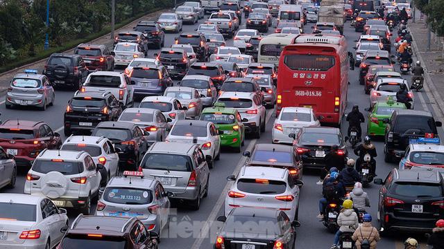 Cầu Nhật Tân thất thủ trong ngày cuối nghỉ Tết Dương lịch - Ảnh 8.