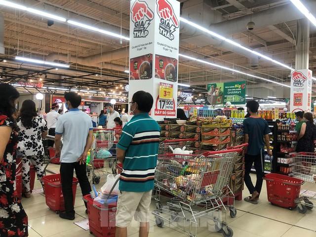 TPHCM: Không đeo khẩu trang không được vào siêu thị, đẩy mạnh bán online phòng dịch - Ảnh 2.