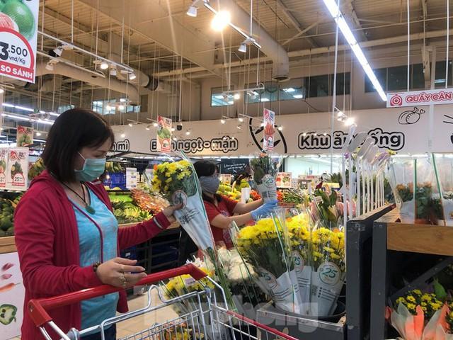 TPHCM: Không đeo khẩu trang không được vào siêu thị, đẩy mạnh bán online phòng dịch - Ảnh 6.