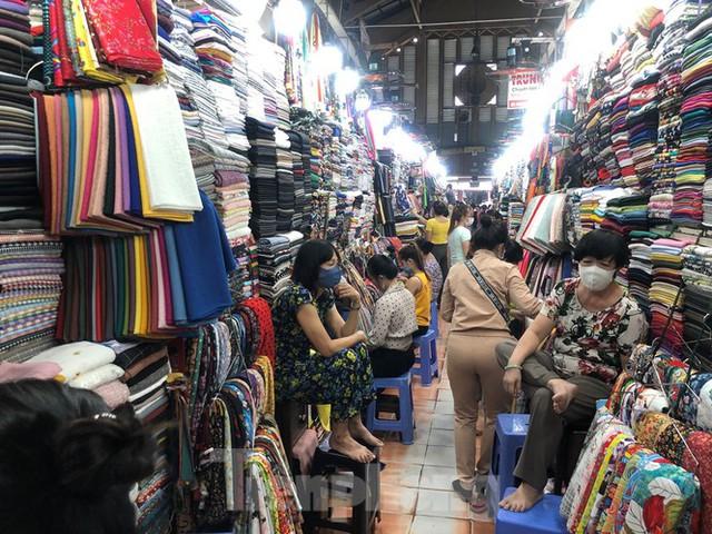 TPHCM: Không đeo khẩu trang không được vào siêu thị, đẩy mạnh bán online phòng dịch - Ảnh 8.
