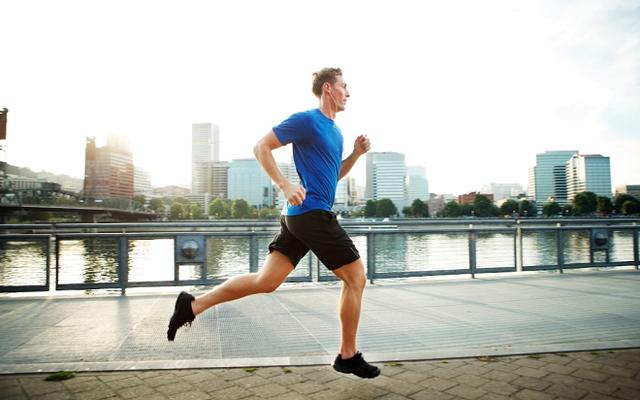 Tại sao người thường xuyên tập thể dục có ít nguy cơ trầm cảm, sống hạnh phúc hơn? - Ảnh 1.