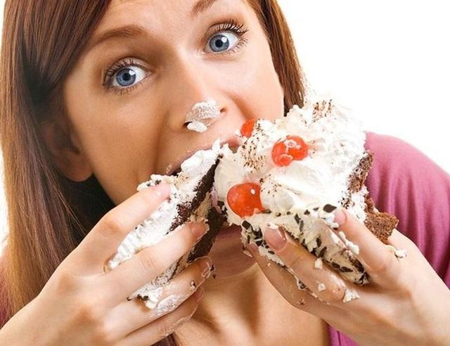 11 thói quen ăn uống cực xấu nhưng ai cũng mắc phải đang dần hủy hoại sức khỏe của bạn - Ảnh 2.