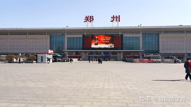 Xuân vận ảm đạm ở Trung Quốc: Bến xe, nhà ga mọi năm ngập trong biển người nay hiu quạnh không ngờ và hành động ấm lòng cho người ăn Tết tại chỗ - Ảnh 2.