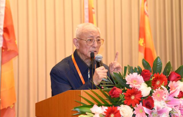 Vị bác sĩ 88 tuổi vẫn khỏe khoắn như tuổi 60, 50 năm chưa hề mắc bệnh cảm lạnh: Bí quyết của ông đến từ 5 điều rất đơn giản - Ảnh 5.