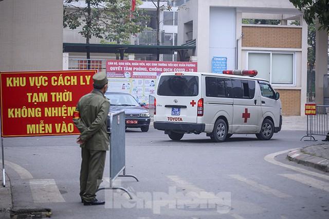 Cận cảnh trường học thành khu cách ly do có học sinh nhiễm COVID-19 ở Hà Nội - Ảnh 8.