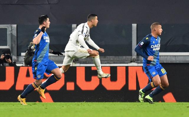 Lập cú đúp bàn thắng, Ronaldo đánh bại kỷ lục của vua Pele - Ảnh 1.