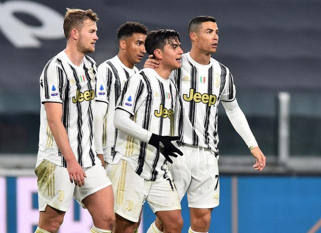 Lập cú đúp bàn thắng, Ronaldo đánh bại kỷ lục của vua Pele - Ảnh 4.