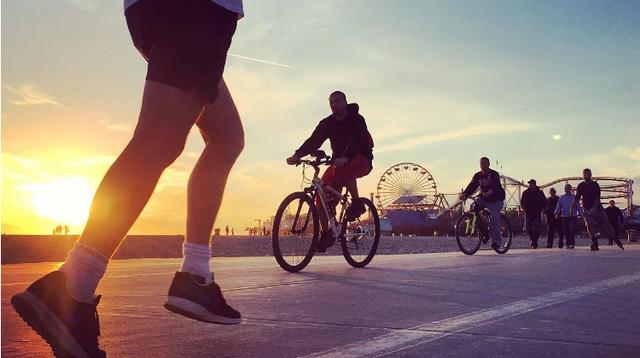 Chạy bộ hay đạp xe có lợi hơn cho sức khỏe? Câu trả lời từ trang sức khỏe hàng đầu của Mỹ khiến nhiều người bất ngờ - Ảnh 1.