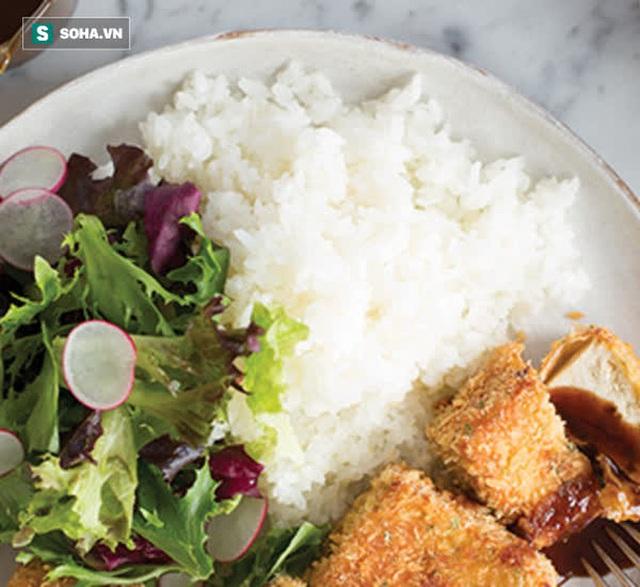 GS dinh dưỡng: Cắt cơm để giảm cân là quá sai lầm, ăn đúng cách mới giảm cân lành mạnh - Ảnh 1.