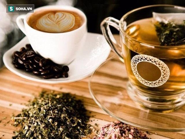 Uống trà hay uống cà phê tốt hơn? Chuyên gia lưu ý cách uống trà và cà phê hại sức khoẻ - Ảnh 1.